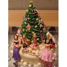 """Торт """"Семья у рождественской елочки"""""""