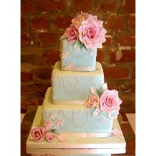 """Свадебный торт """"Белые бусинки и розы"""""""