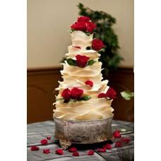 """Свадебный торт """"Молочная река с розами"""""""