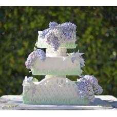 """Свадебный торт """"Сирень на белом заборе"""""""