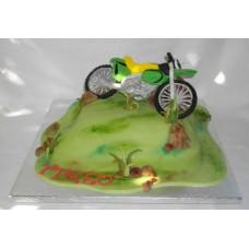 """Торт """"Мотоцикл на траве"""""""