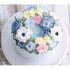 """Торт с цветами из крема """"Милая композиция цветов"""""""