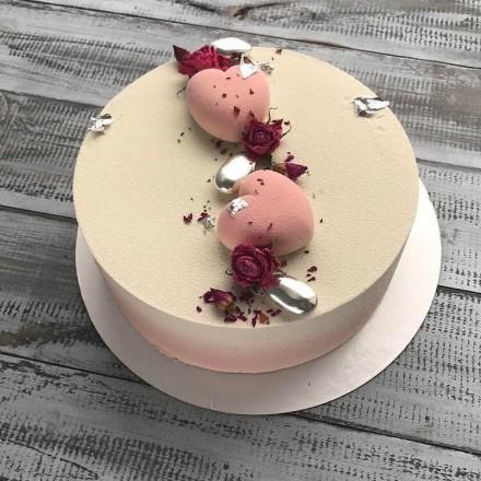 """Торт с велюровым покрытием """"Бархатные розовые сердца"""""""