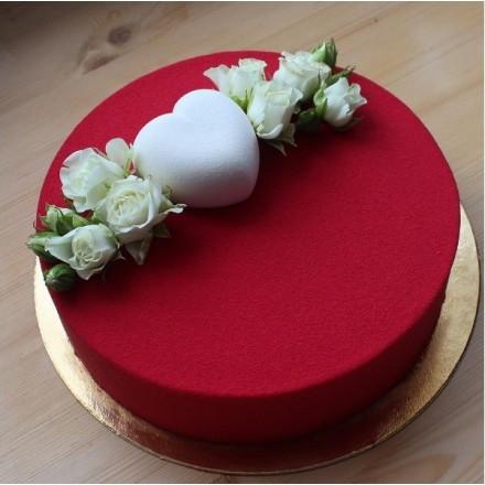 """Торт с велюровым покрытием """"Красный велюр и белое сердце"""""""